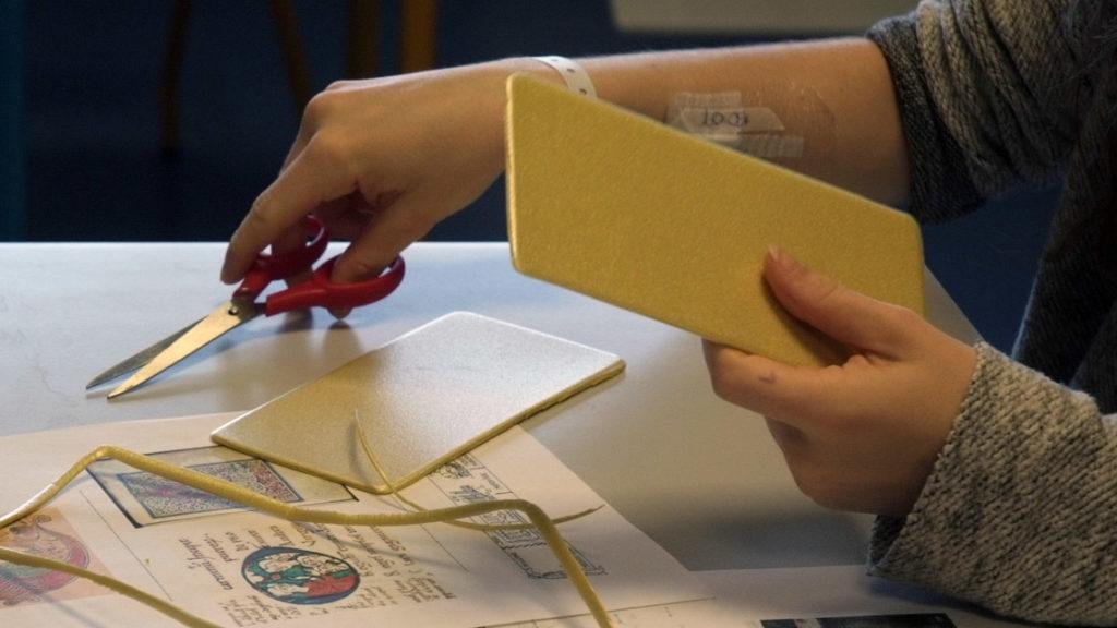 Atelier gravure auprès des enfants scolarisés en milieu hospitalier